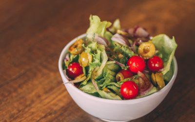 Frisse salade met honing-balsamico dressing
